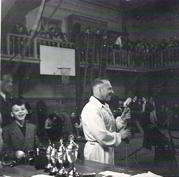 links Benjamin Flesschedrager in 1952.