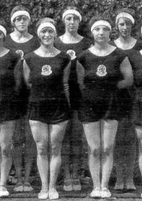 Estella Agsteribbe 2e van rechts