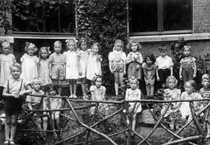 In de tuin van de Wilhelmina Catharinaschool