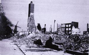De gebombardeerde fabriek van Herzberger in Rotterdam_w