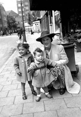 Charlotte, Irene en Rob in Amsterdam, 1941