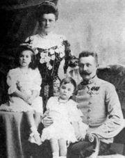 Frans Ferdinand met vrouw en dochters