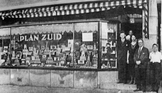 Rijnstraat 237 - v.l.n.r. oom Lou, oom Wim, oma, opa en vader