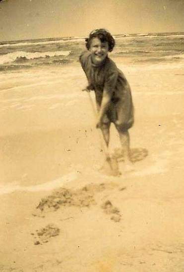 Renee+at+Zandvoord+Beach_1938